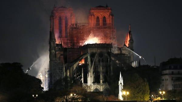 Cattedrale di Notre Dame : Parigi piange, danni irreparabili