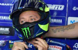 MotoGp, che guaio per Valentino Rossi: la sua Yamaha è completamente distrutta [FOTO]