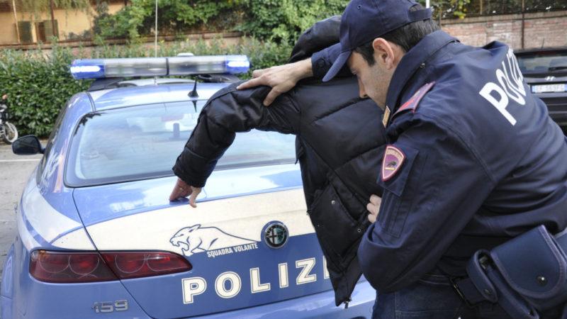 Uccide 90enne che stava derubando: dramma nel Biellese