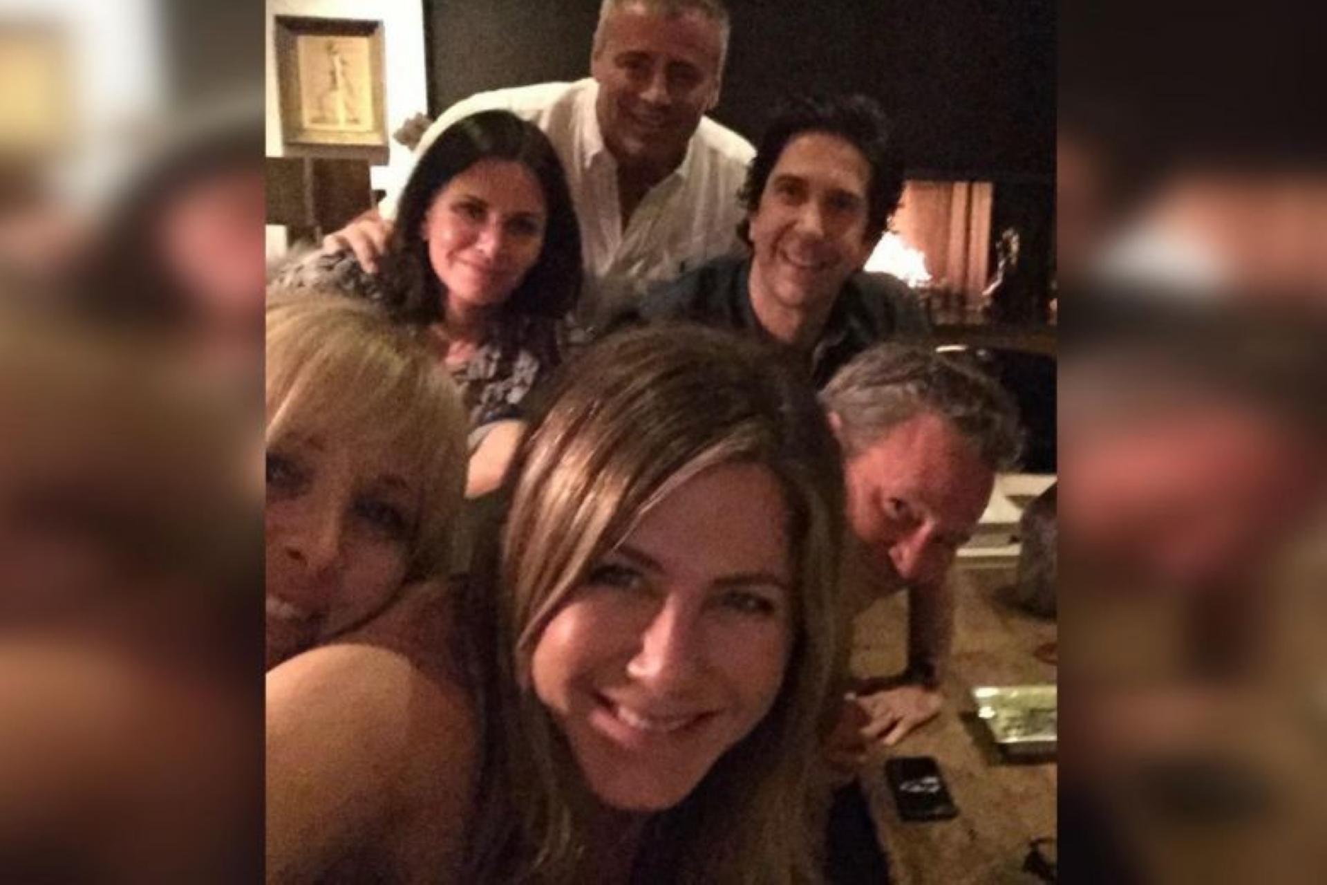 """Friends, la reunion è da record. Ma in tantissimi notano quel """"triste"""" ..."""