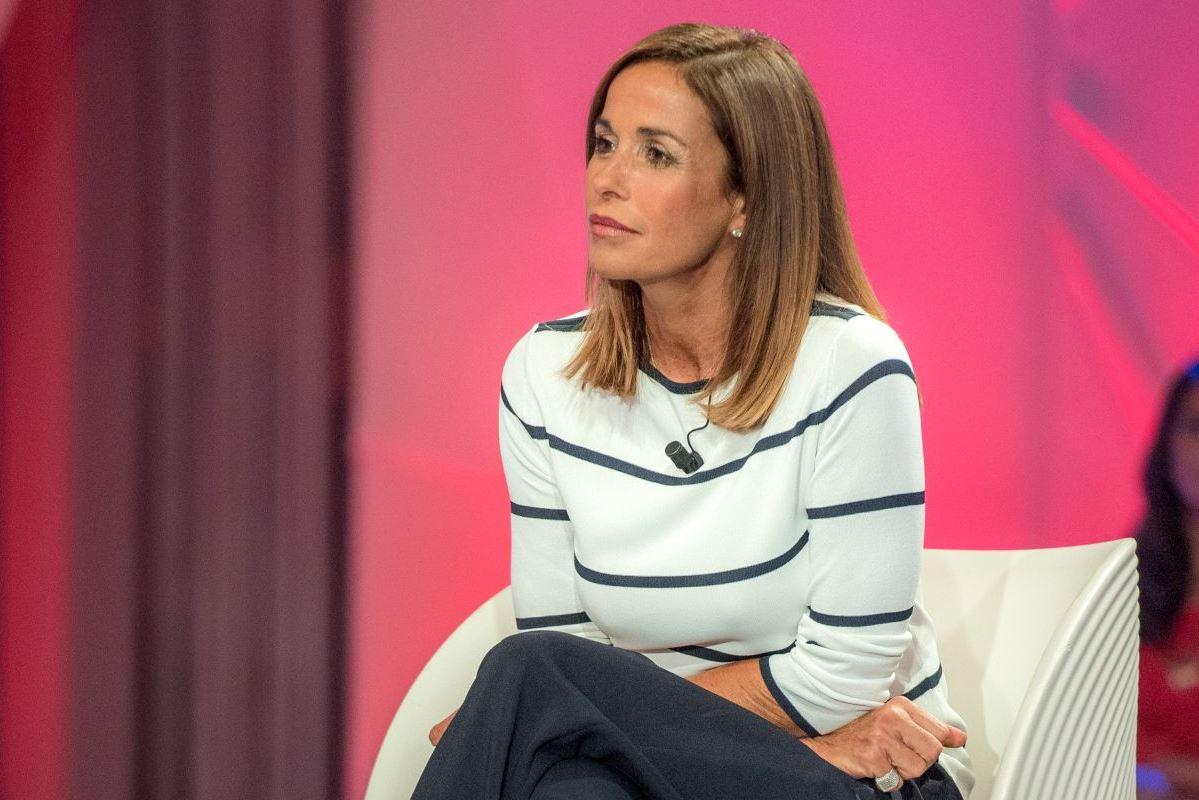 Cristina Parodi, tutti fissi sulle gambe: piovono critiche sotto alla nuova foto